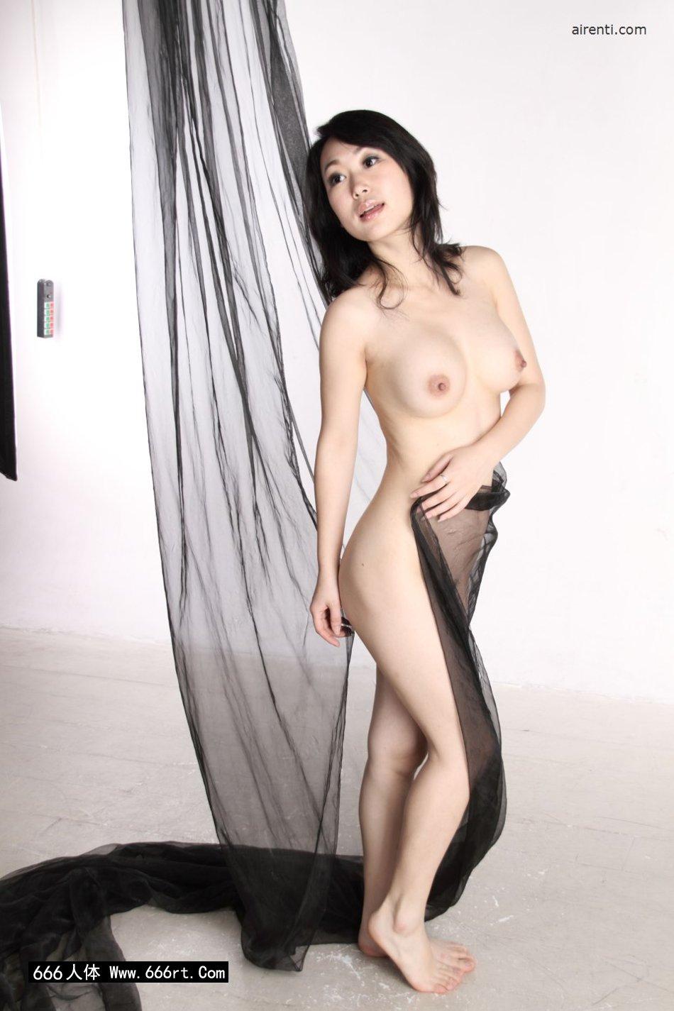 室拍黑纱缠体的白皙淑女苏蕾