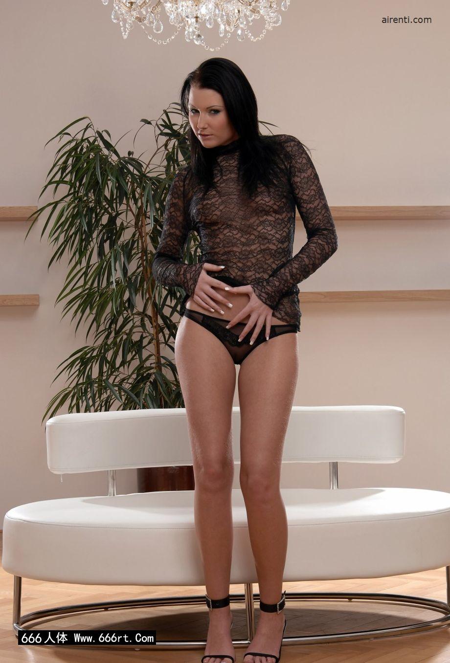 嫩模Janet居家室拍薄透情趣内裤摄影