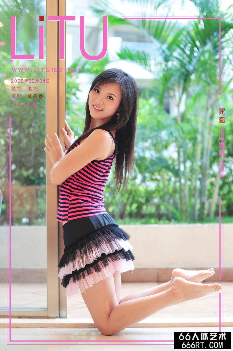 嫩妹湘湘08年9月4日室拍稚嫩短裙摄影