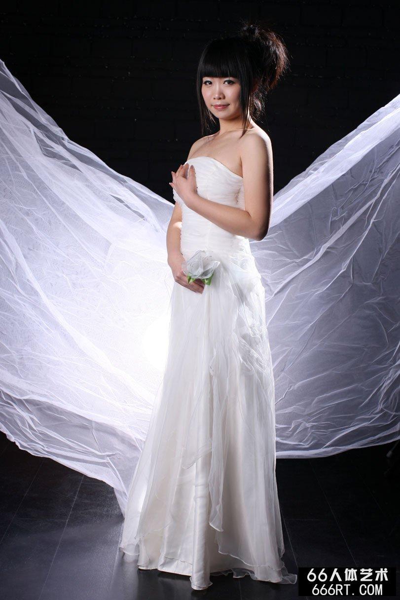 裸模晶晶10年3月9日棚拍白纱裹体