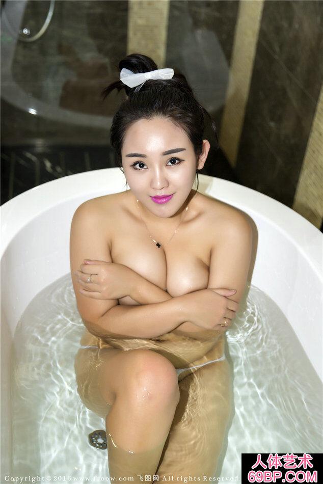 大乳靓妹莉娜丰腴热辣的人体艺术