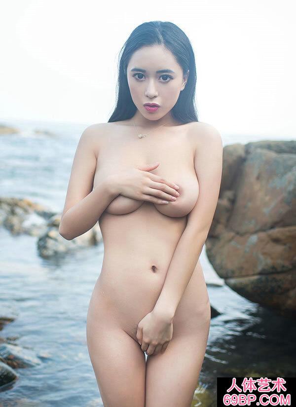 三亚海礁外派丰腴滑嫩的绝品女神黄可
