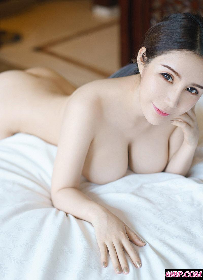 皮肤白皙全裸的陈秋雨赏心悦目照