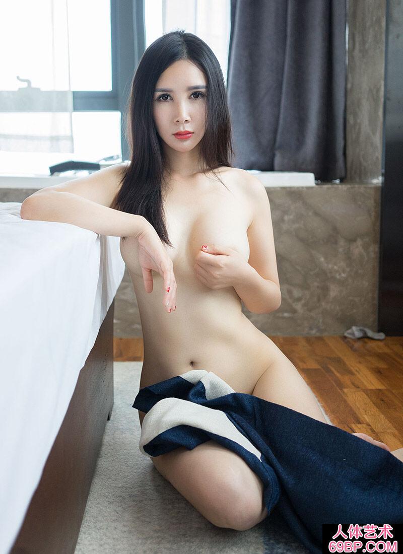 乳丰臀翘的精品女神顾欣怡内裤诱惑写照