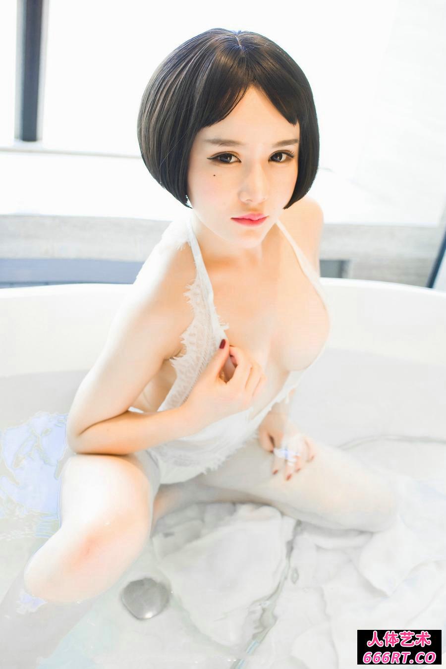 丰腴白皙的佑熙绝色销魂沐浴照
