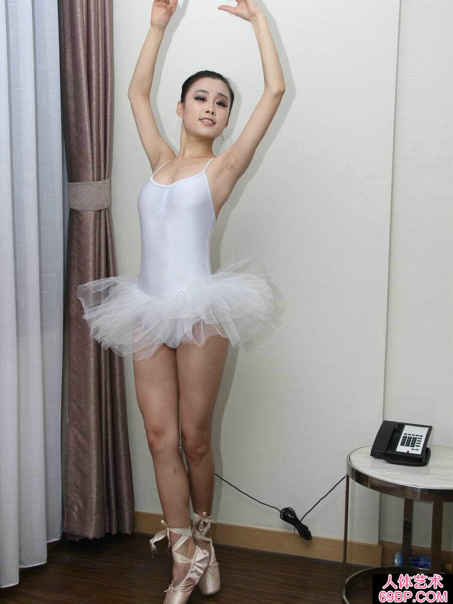 舞蹈系的芭蕾舞妹纸刘诗琪人体图片_性感睡衣模特