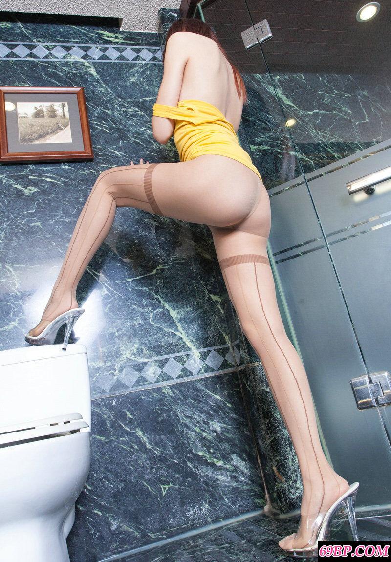 室拍大浴缸里只穿肉丝不穿泳装的超模