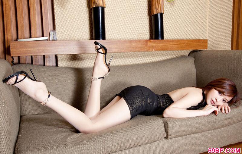 长腿名模Lucy居家短裙高跟写照